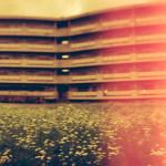 「nostalgie red」で廃墟と光漏れ
